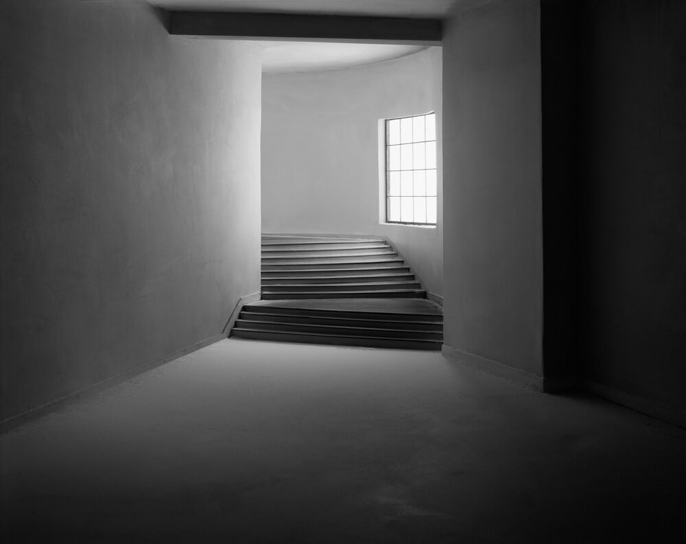 04-turning_hallway_2003