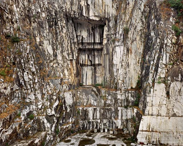 baf00869_edwardburtynsky_carrara-marble