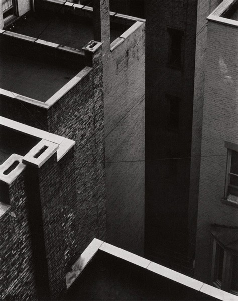 baf02304_paulstrand_the-court-new-york-1924