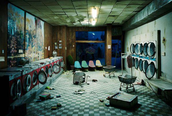 baf02414_lorinix_laundromat-at-night