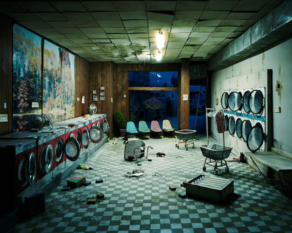 baf02414_lorinix_laundromat-at-night