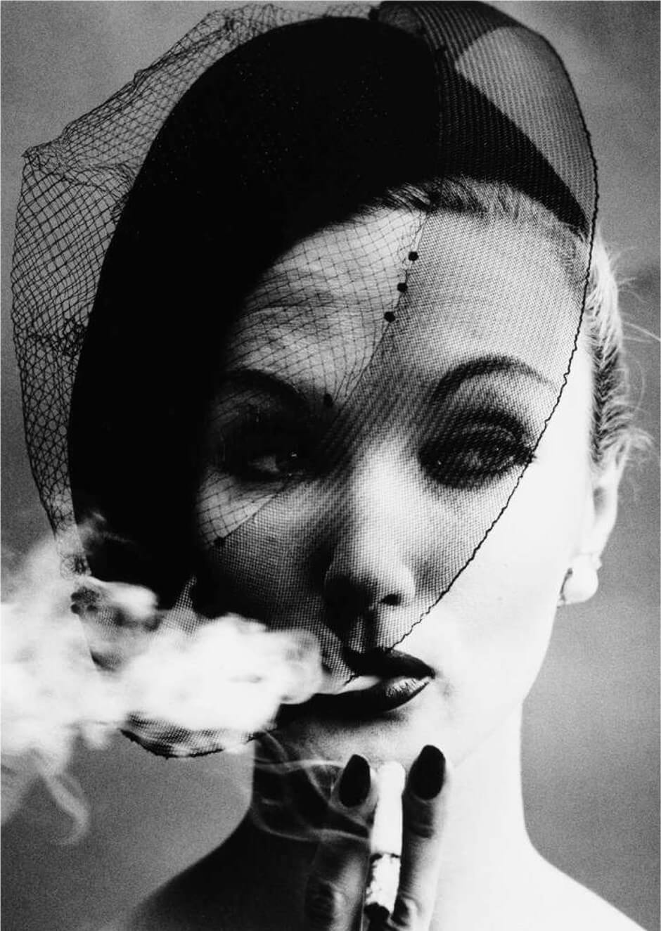 baf02360_williamklein_smoke-veil-paris-vogu