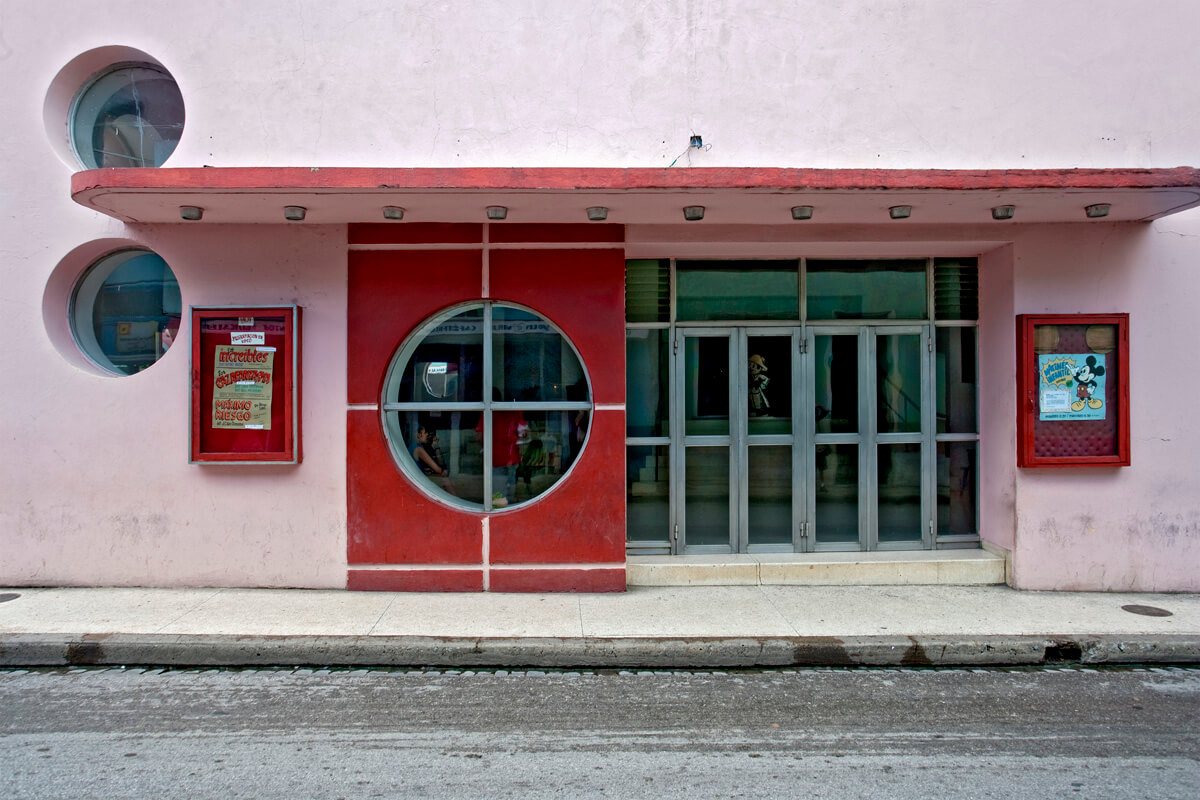BAF02690_JeffreyMilstein_Movie Theater, Camaguey